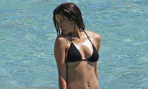 'Money Heist' & 'Elite' Actress Maria Pedraza Looks Incredible During Beach Day in Ibiza!