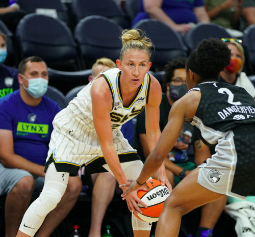 Chicago Sky upset Lynx, advance to WNBA semifinals