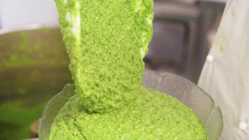 How authentic pesto sauce is made in Italy