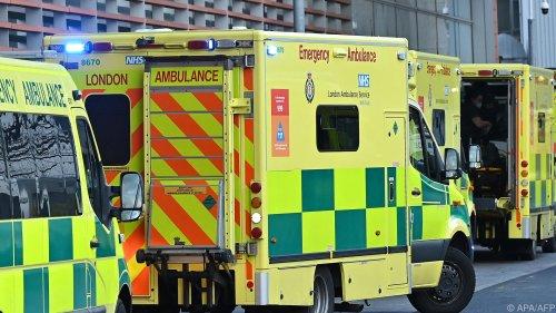 Tote und Chaos vor Notaufnahmen in England