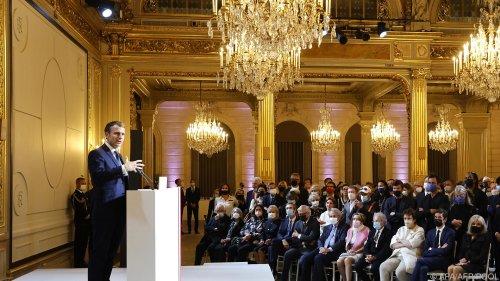 Pariser Kunstmesse eröffnet: Macron-Büste um 80.000 Euro