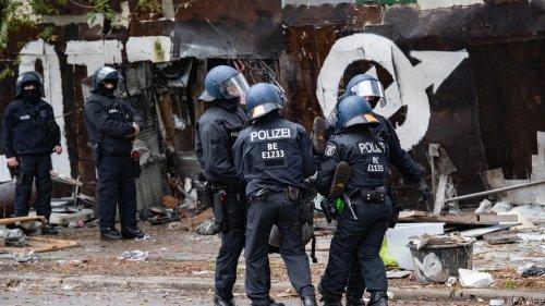 """76 Festnahmen und 46 verletzte Beamte nach """"Köpi""""-Räumung"""
