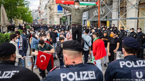 Pro- und anti-israelische Kundgebungen im Zentrum von Wien