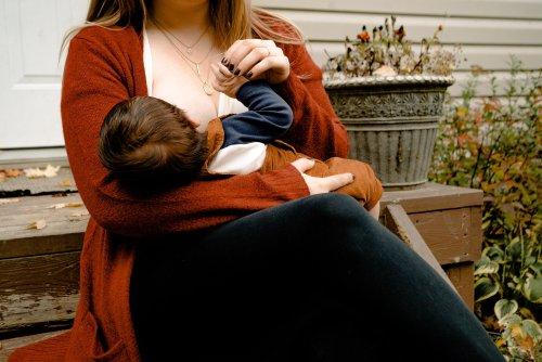 Verstörendes TikTok-Video zeigt Muttermilch, die aus der Achselhöhle kommt
