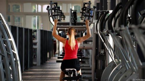 Muskelaufbau: Trainingsgeräte erlauben höhere Gewichte