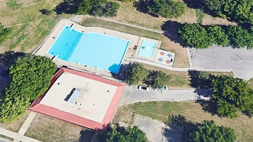 Teen on life support after nearly drowning in Kansas City, Kansas, pool