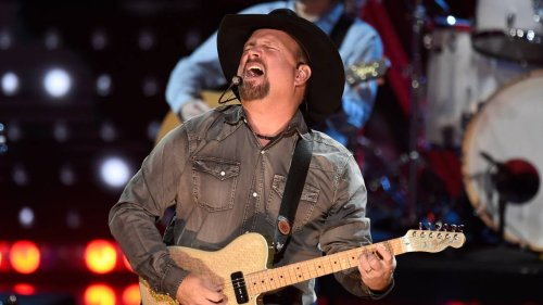 Garth Brooks' Kansas City show sells out. Best Arrowhead seats now selling for $9,200