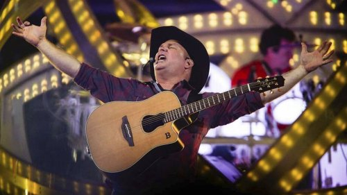 Record crowd expected for Garth Brooks' Kansas City show. Tips on getting tickets