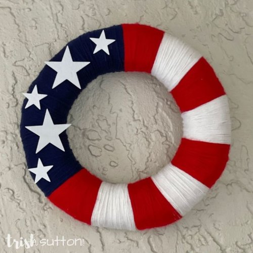 DIY Yarn Wreath | Red, White, Blue Patriotic Decor
