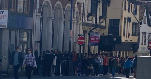 Hundreds queue for hours in the sunshine outside Maidstone pub