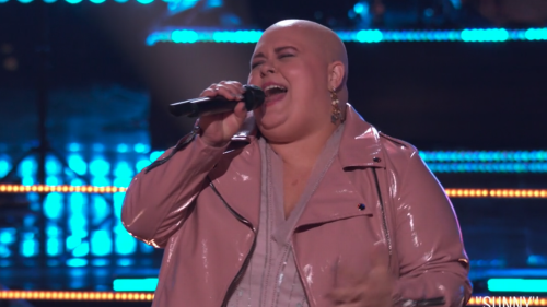 Watch Kentucky singer Holly Forbes win battle round on 'The Voice' with 'magical' tone