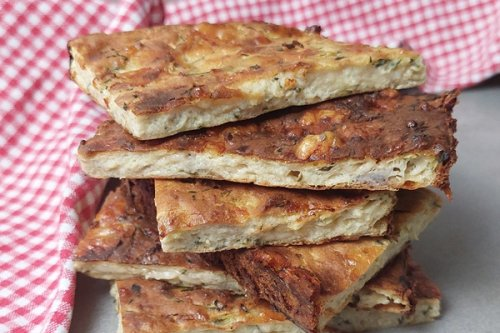 Keto Zucchini-Quiche schmeckt warm und kalt hervorragend