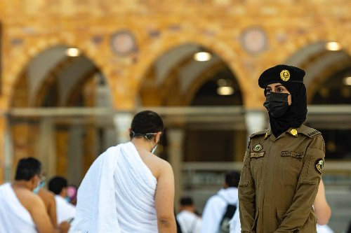 Look: Women security guards on duty for first time at Saudi Arabia's Grand Mosque