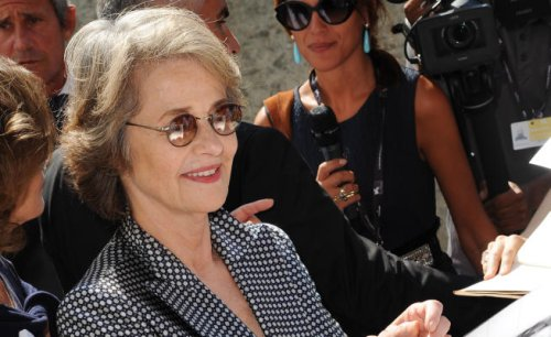 Venezia 74: bagno di folla per Charlotte Rampling al Lido