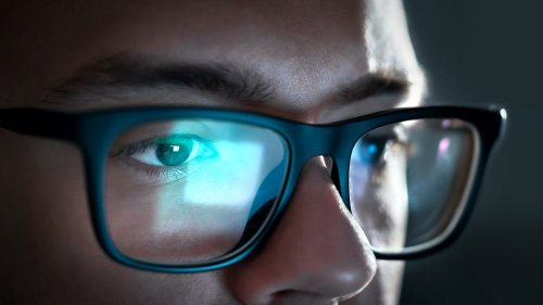 What Happens to Your Eyes When You Stare at Screens All Day