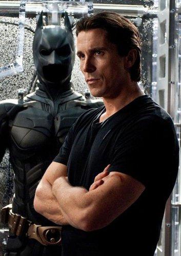 """""""Thor 4"""": Setfotos zeigen erstmals Batman-Star Christian Bale als MCU-Bösewicht"""