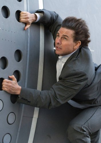 """Neues """"Mission: Impossible 7""""-Bild: Tom Cruise schwebt bei Zug-Stunt in Lebensgefahr"""