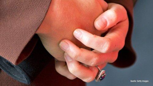 Herzogin Kate: DESHALB trägt sie keinen Nagellack