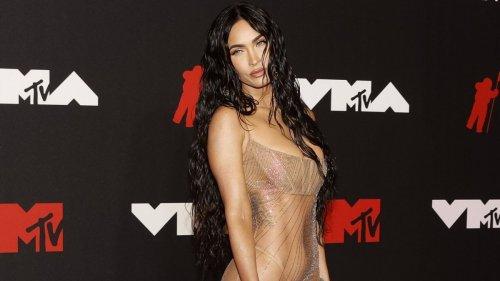 Megan Fox mit einem unverschämt hauchdünnen Nichts auf dem Roten Teppich