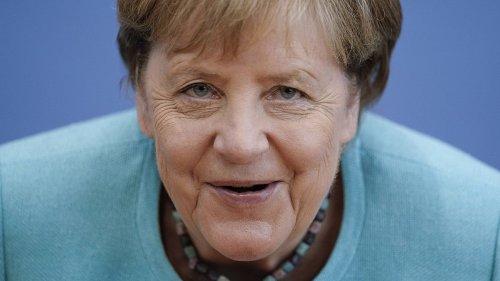 Die Regentin sieht alles: Hat Merkel einen heimlichen Twitter-Account?
