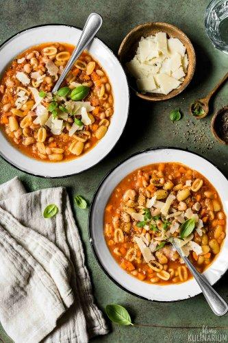 Pasta e fagioli italienische Nudelsuppe mit Bohnen - Kleines Kulinarium