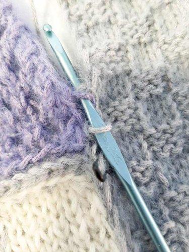 Crochet zipper join: an elegant finish to knitted blankets