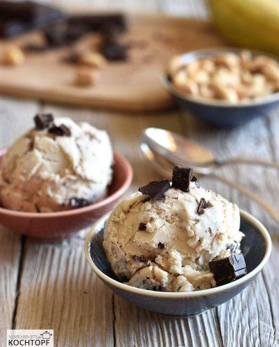 Hausgemachtes Chunky Monkey Eis – fast wie das Original nur besser!