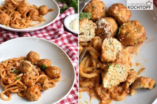 Saftige Chicken Meatballs an Tomatennudeln von A-Z selbst gemacht!