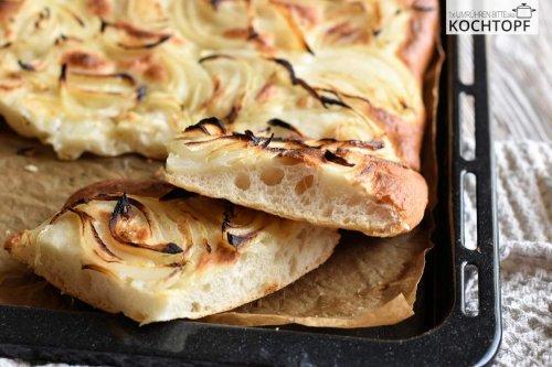 Focaccia mit Zwiebeln – ein einfaches & köstliches Rezept!
