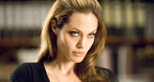 Angelina Jolie revient sur sa relation avec Weinstein, qu'elle accuse d'agression sexuelle