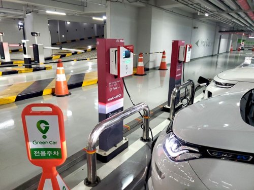 oneCHARGE's Smart EV charging system with computer vision provides convenience & revenues