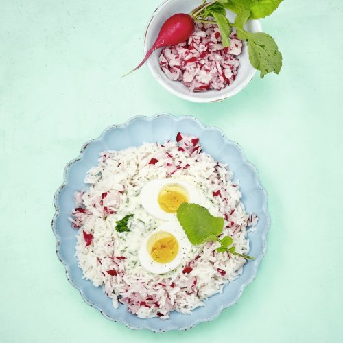 Grüne Sauce mit rosa Reis