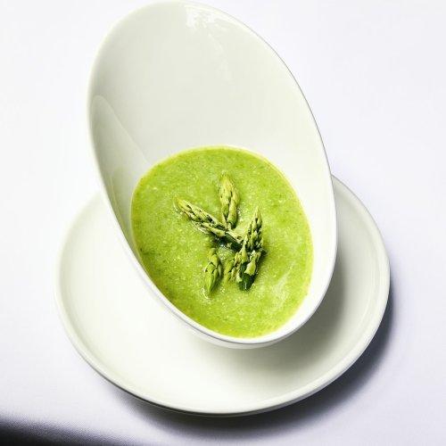 Grüne Spargelsuppe mit Hühnerroux