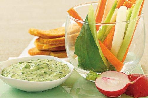 Bärlauch-Joghurt-Aioli mit Gemüsesticks