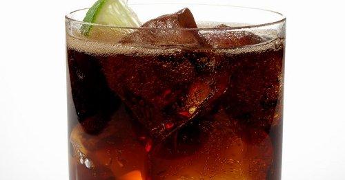 Drinks mit Cola und Rum, aber voll ironisch
