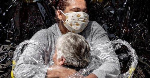 "Weltpressefoto des Jahres: ""Die erste Umarmung"" in Corona-Zeiten"