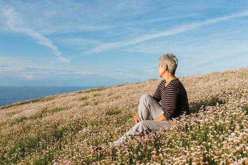 « Qui a peur des vieilles », de Marie Charrel : la liberté des femmes âgées