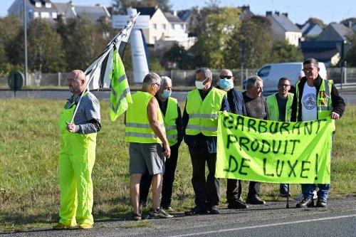 Gilets jaunes : sur un rond-point de Saint-Brieuc, des espoirs et des doutes