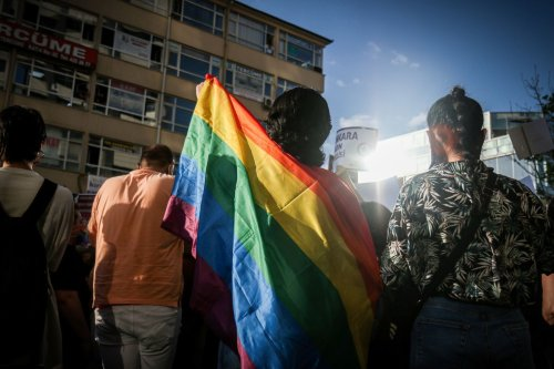 Turquie : un tableau de la Mecque aux couleurs LGBT accusé d'« incitation à la haine »