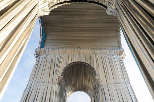 « L'Arc de Triomphe empaqueté » : l'adieu de Christo et Jeanne-Claude à Paris