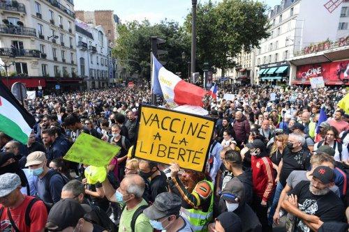 « C'est mon droit d'attraper le Covid si je veux » : à Paris, les opposants au passe sanitaire revendiquent leur liberté