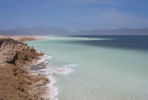 El lago Assal es el punto más bajo de África y sus aguas son más saladas que las del Mar Muerto