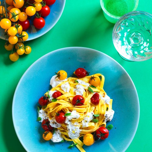 Tagliatelle With Burrata and Cherry Tomatoes in 10 Minutes