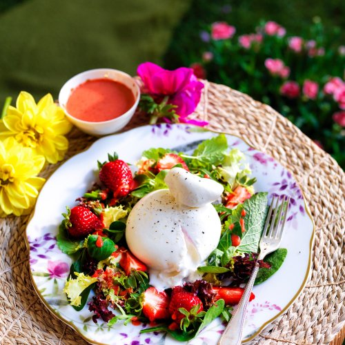 Burrata Salad With Strawberry Dressing