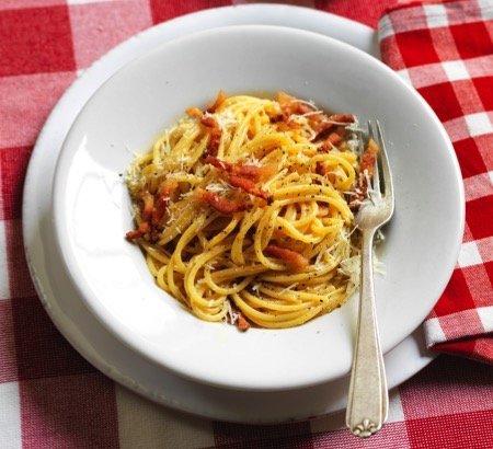 Carbonara, la ricetta originale dal 1954 a oggi