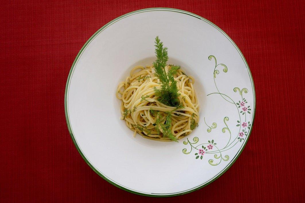Gli spaghetti al finocchio selvatico: la ricetta marchigiana