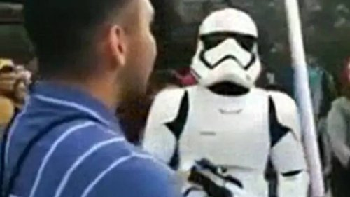 Stormtrooper Once Humiliated Lightsaber-Wielding Star Wars Fan At Disneyland