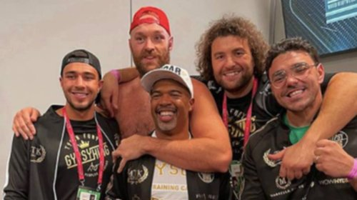 Fans Lose It After Spotting Tommy Fury In This Tyson Fury Photo