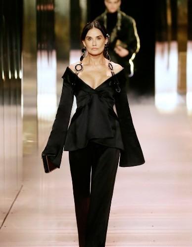 Défilé FENDI COUTURE Haute Couture Printemps-été 2021 - Paris - Elle