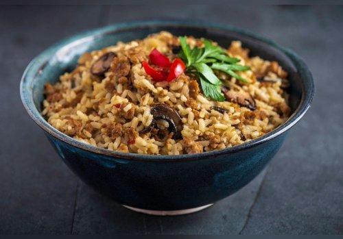 Grâce à sa technique de cuisson, elle réalise un plat de riz savoureux. Sa recette cartonne sur les réseaux sociaux.
